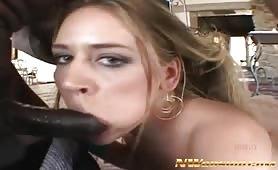 Blonde adore sucer de grosses bites