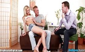 Deux bisexuels et une blondinette