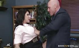 Vidéo porno avec la secrétaire nymphomane