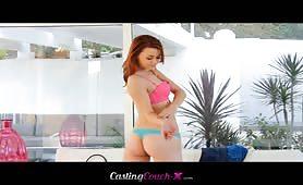 Casting avec une chaude rousse