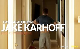 Jake Karhoff est un passif bien bâti