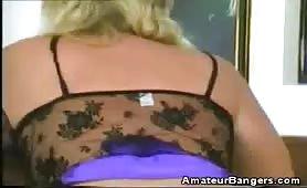 Amatrice blonde prend des martèlements