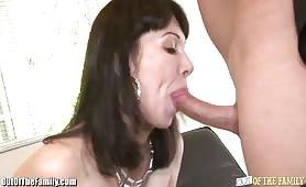 Deux amants se baisent et une salope se masturbe